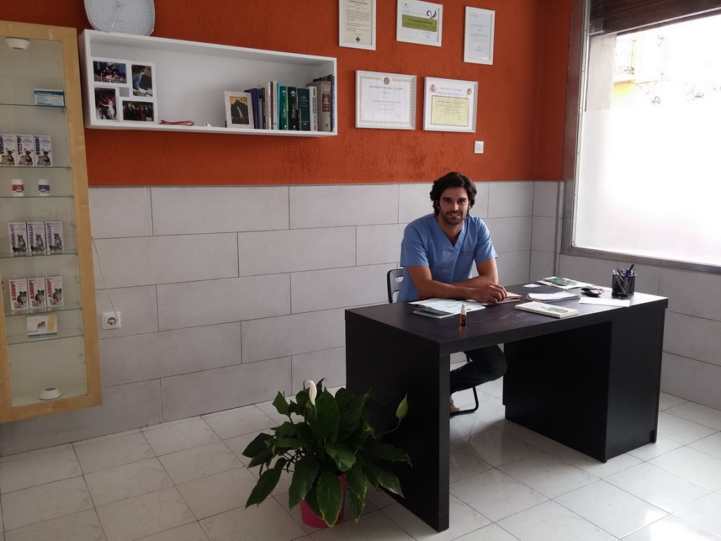 Dr. Emilio GªMonclús Del Castillo Director Gerente del Centro Veterinario GMC Vet Group